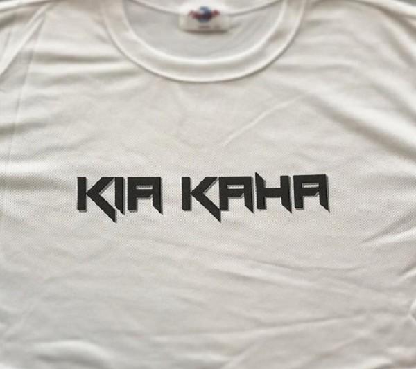 新デザインのKIA KAHA Tシャツ販売中!